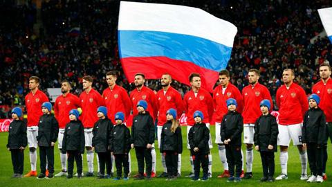 hlv-dt-nga-dung-ngoi-khong-yen-vi-dan-cau-thu-tre-du-world-cup. 1