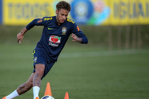 neymar-van-chua-hoi-phuc-the-trang-hoan-toan-1