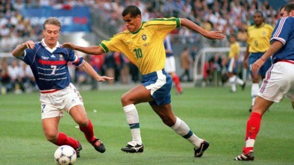 world-cup-1998-brazil-da-duoc-dan-xep-de-gap-phap-trong-tran-chung-ket-2